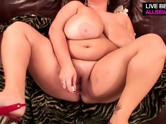 Bbw fingers pussy and fucks with toys