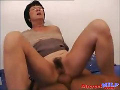 Mature Mom Takes it in the Ass